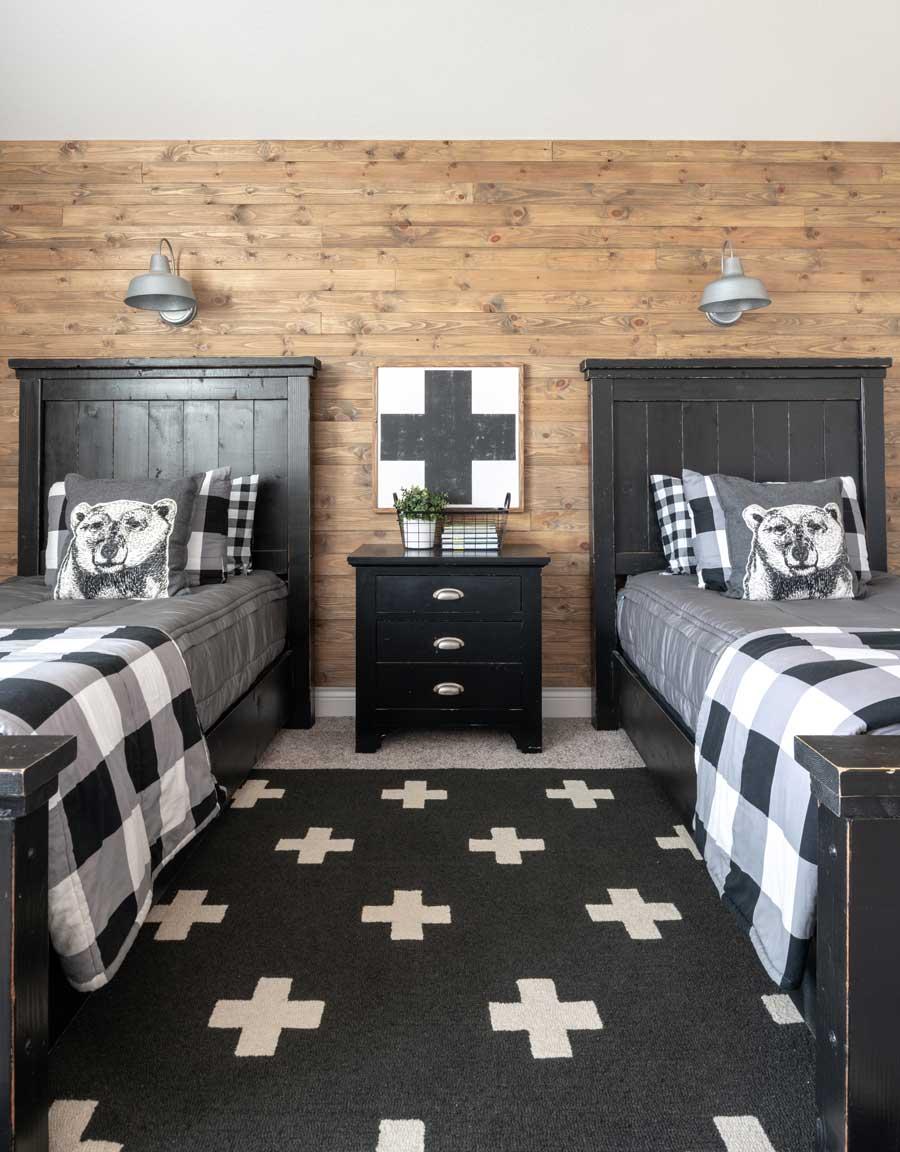 DIY Reclaimed Wood Wall - American Farmhouse Lifestyle